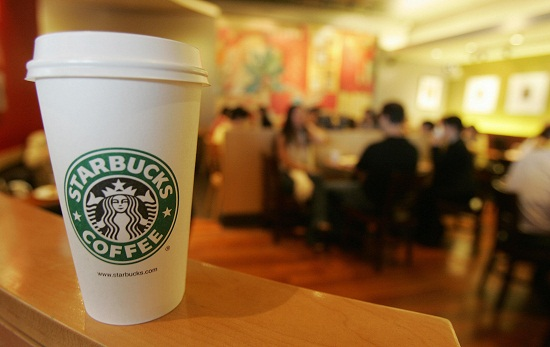 HONG KONG, CHINA: A Starbucks Coffee outlet in the Central district of Hong Kong, 09 June 2005. Starbucks have announced expansion plans in China in conjuction with a Hong Kong fast food restaurant. AFP PHOTO/MIKE CLARKE (Photo credit should read MIKE CLARKE/AFP/Getty Images)