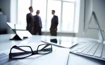 close-up-glasses-with-businesspeople-background_1098-3637